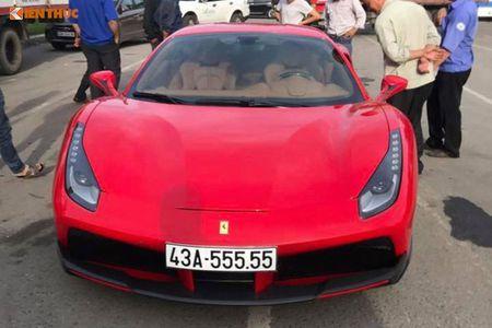 Ferrari do 1 ty dong tai Da Nang ra bien 'ngu quy 5' - Anh 1