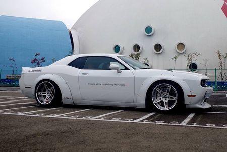 Dodge Challenger 'bien hinh' Hec quyn nho Liberty Walk - Anh 2
