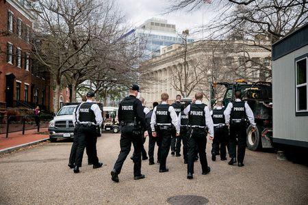 An ninh cao do cho le nham chuc cua ong Trump - Anh 1