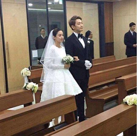 Kim Tae Hee dien vay cuoi ngan hien dai trong le ket hon - Anh 2