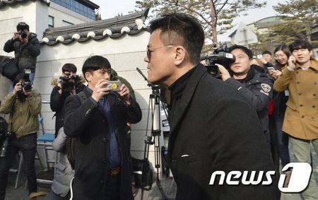 Kim Tae Hee dien vay cuoi ngan hien dai trong le ket hon - Anh 7