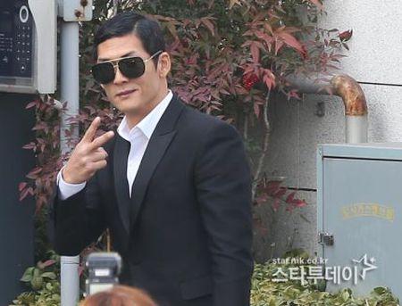 Kim Tae Hee dien vay cuoi ngan hien dai trong le ket hon - Anh 8