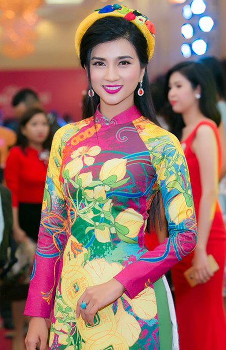 Dan my nhan Viet khoe sac tren tham do hoi xuan - Anh 10