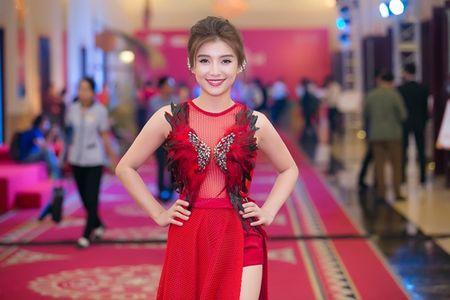 Dan my nhan Viet khoe sac tren tham do hoi xuan - Anh 4