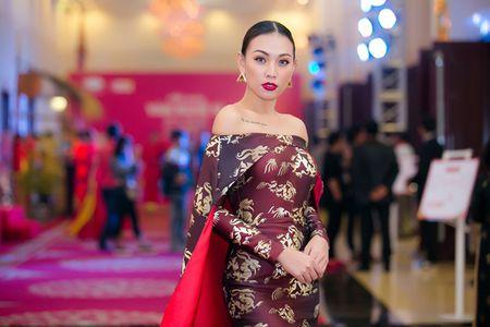 Dan my nhan Viet khoe sac tren tham do hoi xuan - Anh 5
