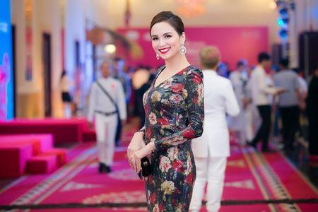 Dan my nhan Viet khoe sac tren tham do hoi xuan - Anh 6