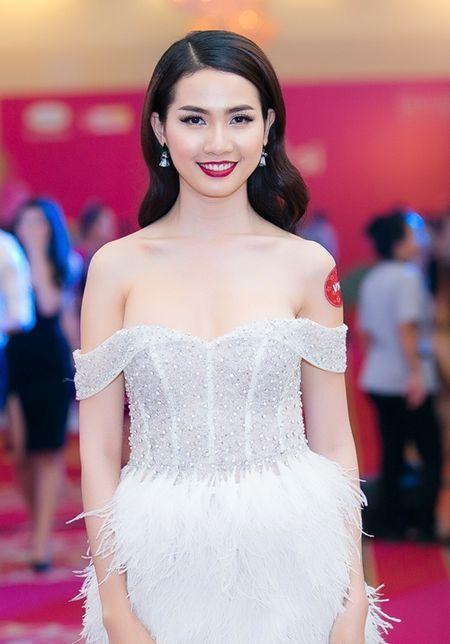 Dan my nhan Viet khoe sac tren tham do hoi xuan - Anh 7