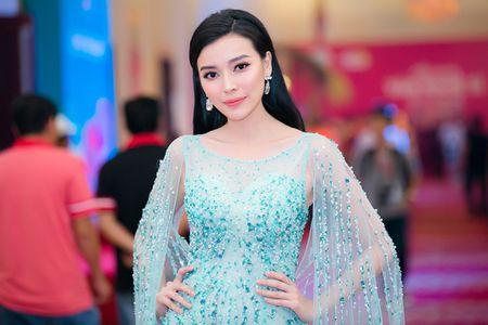Dan my nhan Viet khoe sac tren tham do hoi xuan - Anh 9