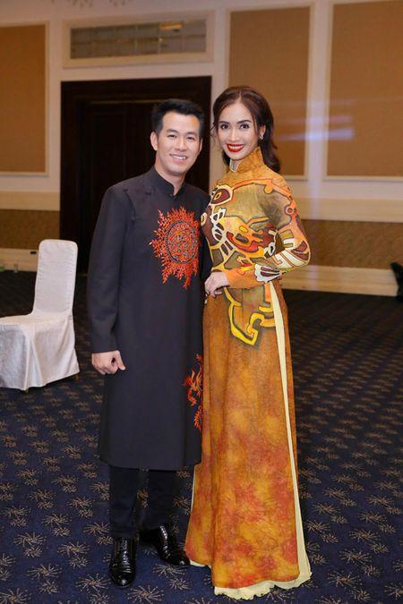"Ai Phuong rang ro, dep ""lan at"" dan sao Viet tren tham do - Anh 10"