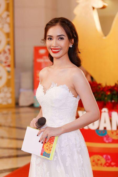 "Ai Phuong rang ro, dep ""lan at"" dan sao Viet tren tham do - Anh 1"