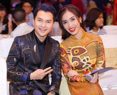 "Ai Phuong rang ro, dep ""lan at"" dan sao Viet tren tham do - Anh 3"