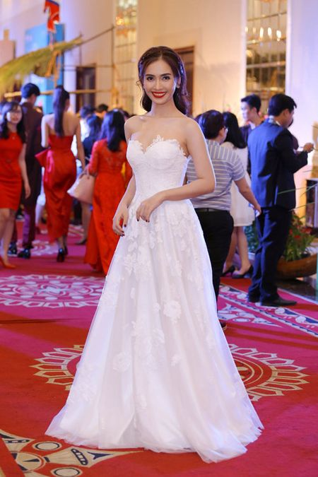 "Ai Phuong rang ro, dep ""lan at"" dan sao Viet tren tham do - Anh 4"
