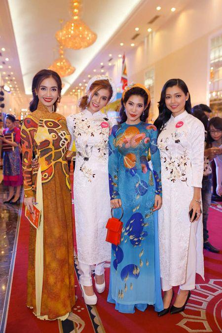 "Ai Phuong rang ro, dep ""lan at"" dan sao Viet tren tham do - Anh 5"