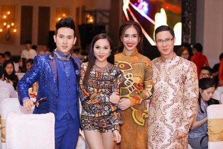 "Ai Phuong rang ro, dep ""lan at"" dan sao Viet tren tham do - Anh 6"