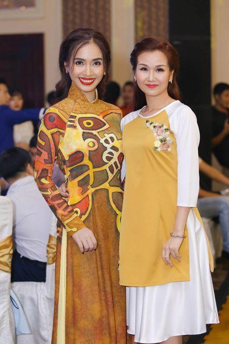 "Ai Phuong rang ro, dep ""lan at"" dan sao Viet tren tham do - Anh 8"
