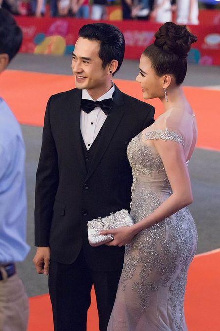 """Thuy Diem dep """"khong cuong noi"""" ben Luong The Thanh dien trai nhu soai ca - Anh 2"""
