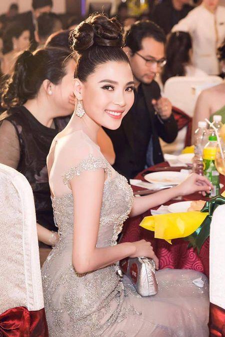 """Thuy Diem dep """"khong cuong noi"""" ben Luong The Thanh dien trai nhu soai ca - Anh 3"""