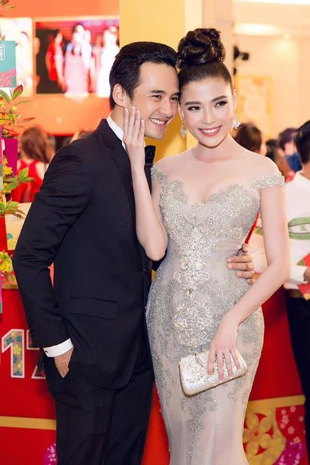 """Thuy Diem dep """"khong cuong noi"""" ben Luong The Thanh dien trai nhu soai ca - Anh 5"""