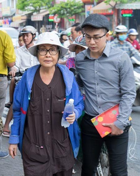 Nu nghe si ngheo kho, song lay lat roi nuoc mat cam kich vi Quach Tuan Du - Anh 1