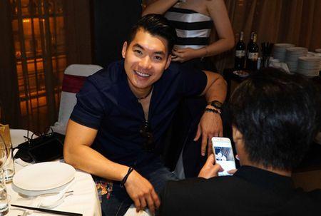Truong Nam Thanh bat ngo cau hon ban gai hon tuoi - Anh 1