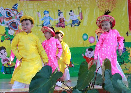 Am ap tinh me o Lang SOS Nha Trang - Anh 1