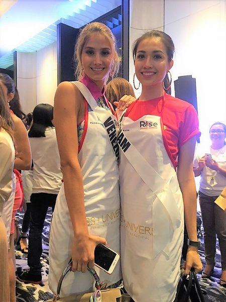 Truyen hinh Philippines phong van Le Hang ve su co suyt nga khi catwalk - Anh 1