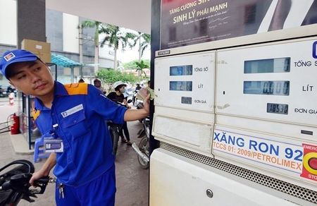 Xang 'cong' thue moi truong, doanh nghiep van tai lo pha san - Anh 1