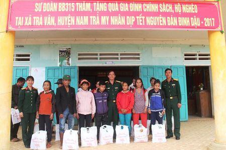 Hang tram suat qua tet cho nguoi ngheo, gia dinh chinh sach - Anh 3