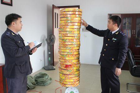 Phat hien vu van chuyen gan 40kg phao no - Anh 1