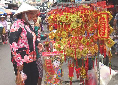 TP.HCM: Nguoi dan do xo di mua vang ma, ca chep chuan bi tien ong Tao - Anh 12