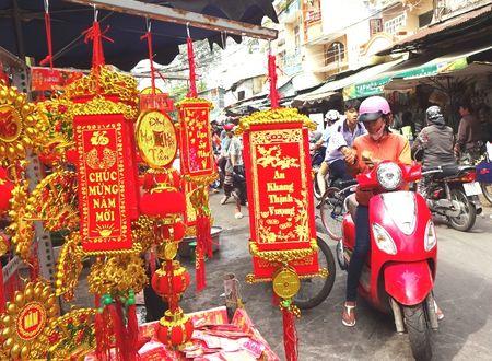 TP.HCM: Nguoi dan do xo di mua vang ma, ca chep chuan bi tien ong Tao - Anh 13