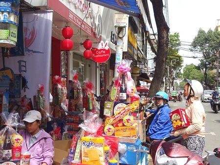 TP.HCM: Nguoi dan do xo di mua vang ma, ca chep chuan bi tien ong Tao - Anh 14
