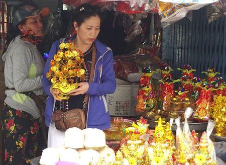 TP.HCM: Nguoi dan do xo di mua vang ma, ca chep chuan bi tien ong Tao - Anh 9