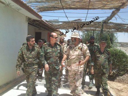 Chien su Deir EzZor: IS co chiem san bay, tuong Syria tro lai tuyen lua - Anh 1