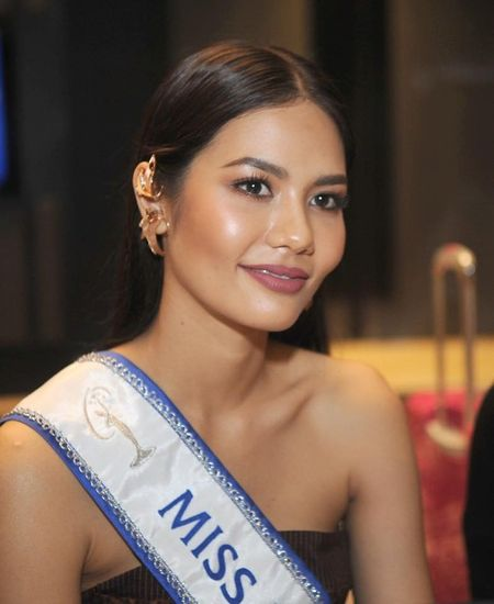 Hoa hau Hoan vu Thai Lan mang 17 vali 'bao boi' sang Philippines tranh tai, co gi o trong? - Anh 2