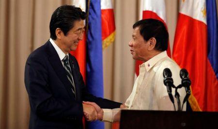 Thu tuong Shinzo Abe ho tro cuoc chien chong ma tuy o Philippines - Anh 1