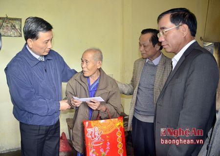 Pho Bi thu Tinh uy Le Quang Huy tham, chuc Tet can bo, chien sy, nguoi ngheo huyen Que Phong - Anh 4