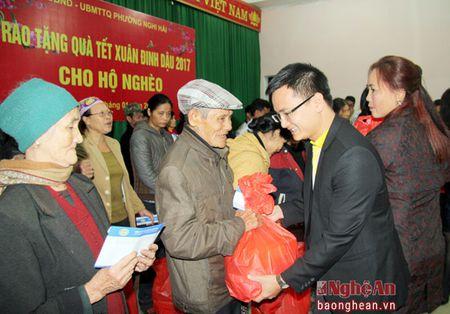 Du hoc Jasa trao qua Tet cho ho ngheo phuong Nghi Hai, TX Cua Lo - Anh 1
