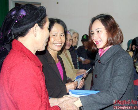 Du hoc Jasa trao qua Tet cho ho ngheo phuong Nghi Hai, TX Cua Lo - Anh 2