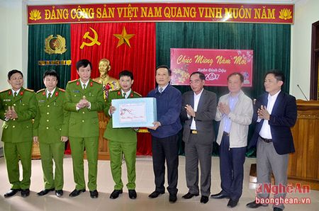 Pho Bi thu Tinh uy Le Quang Huy tham, chuc Tet tai huyen Quy Chau va Quy Hop - Anh 2