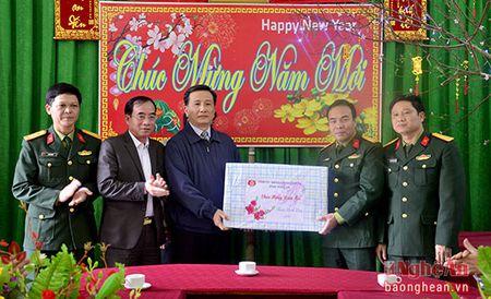 Pho Bi thu Tinh uy Le Quang Huy tham, chuc Tet tai huyen Quy Chau va Quy Hop - Anh 3