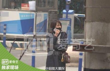 Phong Hanh dua tin Trinh Sang tram cam, bat khoc tren pho sau khi chia tay Ho Ngan Ban - Anh 4