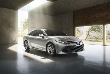 Toyota: Doanh so sedan hang trung se tang tu nam 2018 - Anh 2