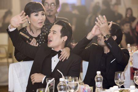 Luong The Thanh co vu cuong nhiet khi ba xa Thuy Diem tro tai ca hat - Anh 2