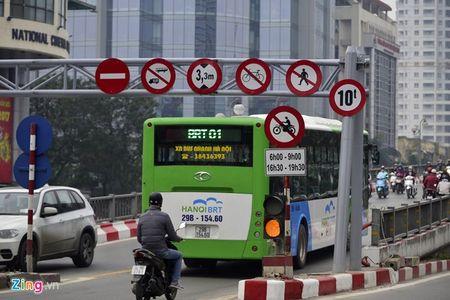 Ha Noi se cap phu hieu cho taxi tren tuyen co xe buyt nhanh - Anh 1