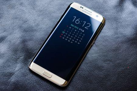 Chua ra mat, Galaxy S8 bi danh gia that bai truoc iPhone 8 - Anh 1