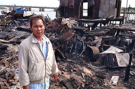 Nan nhan vu chay o Nha Trang: 'Tet den roi, biet xoay xo sao day?' - Anh 1