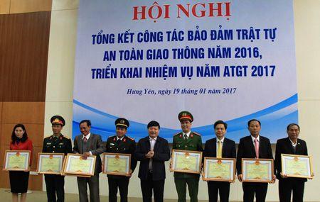 Hung Yen phan dau giam 5% TNGT tren ca 3 tieu chi nam 2017 - Anh 1