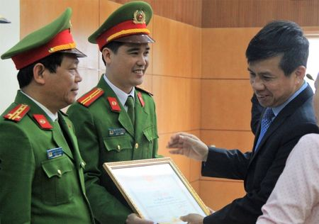 Hung Yen phan dau giam 5% TNGT tren ca 3 tieu chi nam 2017 - Anh 2