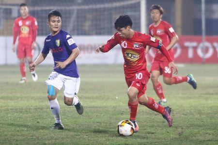 Cong Phuong cam dau di bong, Van Toan bat luc - Anh 2